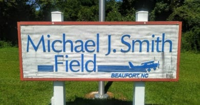 Municipal airport in Beaufort NC and Carteret County